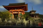 Japan 2012 - Kyoto - Kiyomizu-dera - Gate & Pagoda