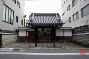 Japan 2012 - Kyoto - Teramachi - Surrounded