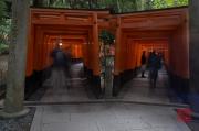 Japan 2012 - Kyoto - Fushimi Inari Taisha - Double arches & People