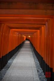 Japan 2012 - Kyoto - Fushimi Inari Taisha - Straight archway