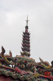 Taiwan 2012 - Taipei - Longshan Tempel - Dachrelief - Pagode