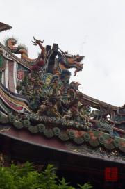 Taiwan 2012 - Taipei - Longshan Tempel - Dachrelief - Reiterei