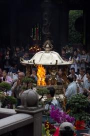 Taiwan 2012 - Taipei - Longshan Tempel - Räucherstäbchenbehälter