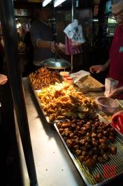 Taiwan 2012 - Taipei - Ningxia Nachtmarkt - Hähnchenstand
