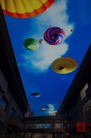Xian 2013 - Shopping centre - LED roof - Balloons