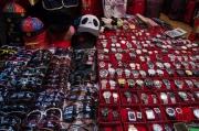 Xian 2013 - Moslem Quarter - Market - Watches & Sunglasses