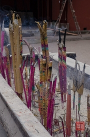 Baodingshan 2013 - Temple - Incense sticks